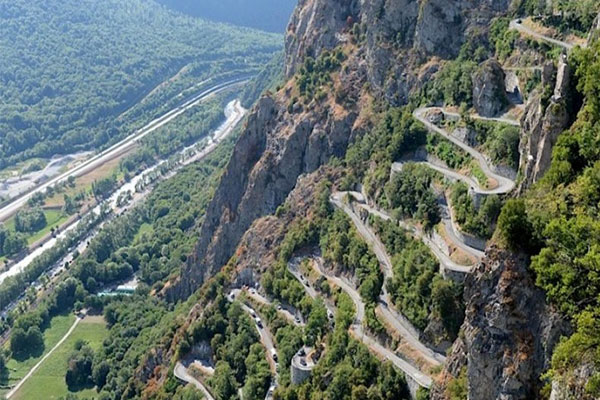 दुनिया की सबसे खतरनाक सड़कें