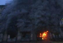बिल्डिंग में लगी भीषण आग