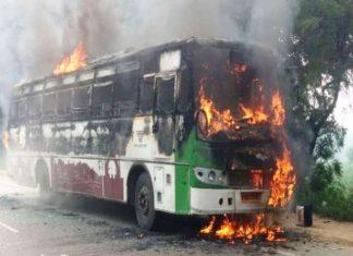 बस में लगी आग